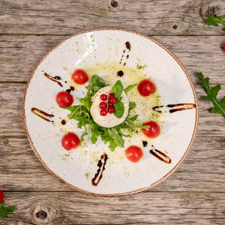 Büffelmozzarella mit Tomaten und Balsamico Dressing