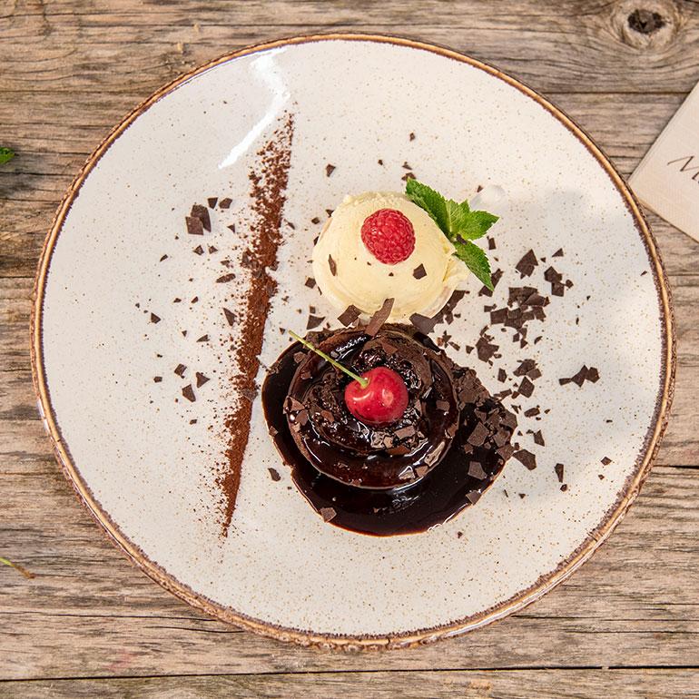 Schokoladensouflé mit Vanilleeis